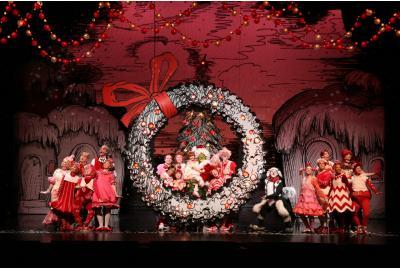 full-cast-wreath-1