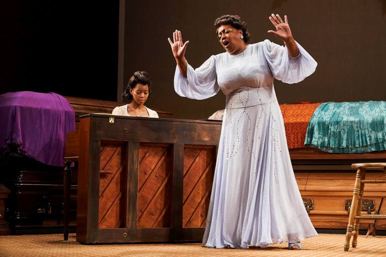 Chaz Hodges as Marie Knight & Miche Braden as Sister Rosetta Tharpe. Credit Roger Mastroianni